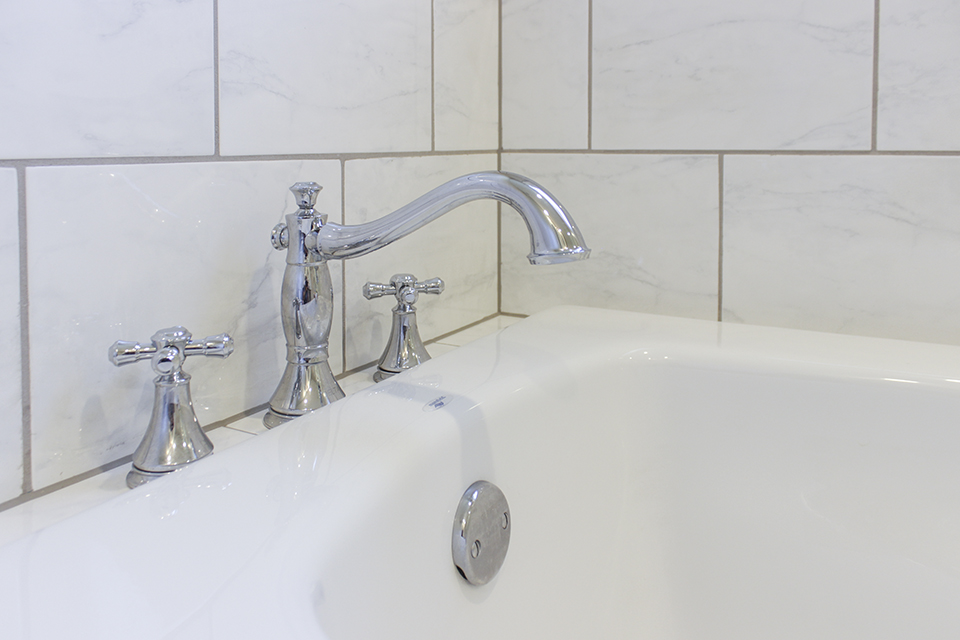 Delta Cassidy Roman Tub Faucet with Cross Handles