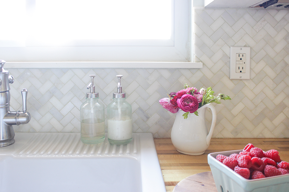 DIY Farmhouse Kitchen Makeover - Marble Backsplash