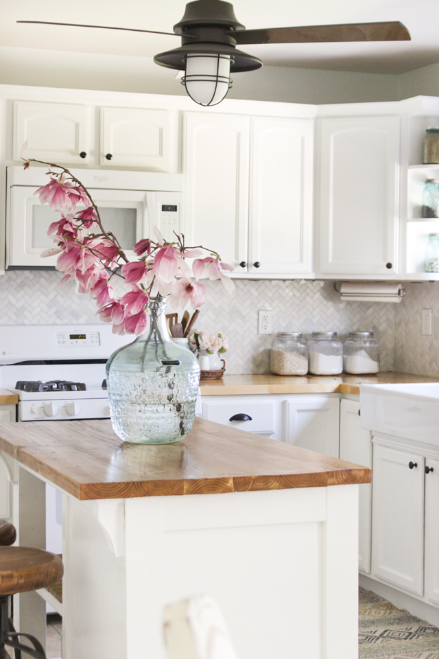 Cozy Spring Home Tour- Farmhouse Kitchen with Magnolia Blooms