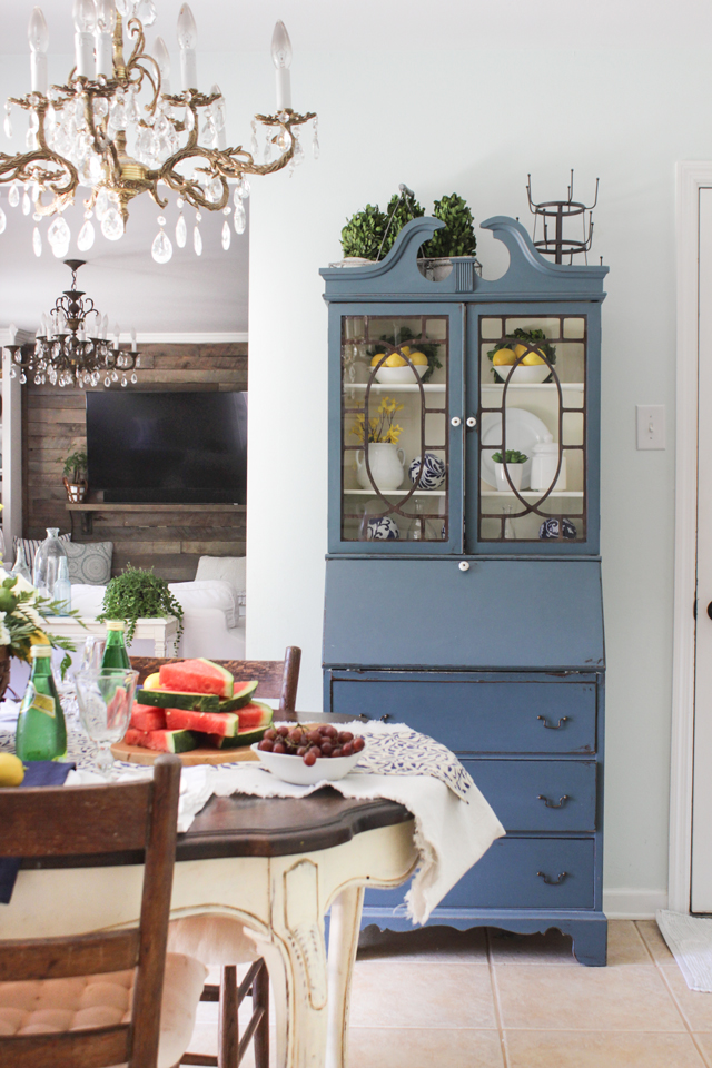 Secretary with lemons, white dishes, and blue and white chinoiserie